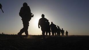Patrouille de soldats américains.