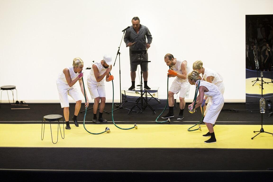 """O espetáculo """"Bacantes - prelúdio para uma purgação"""" estreou no dia 29 de junho no teatro Opéra Comédie, em Montpellier, no sul da França."""