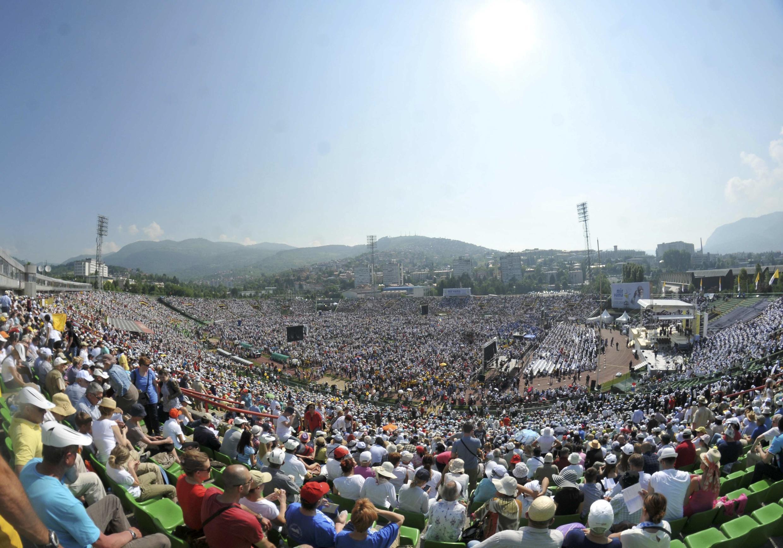 خبرگزاری فرانسه از سارایوو گزارش داده که نزدیک به صد هزار نفر، در سارایوو جمع خواهند شد تا از رهبر کاتولیکهای جهان استقبال کنند.