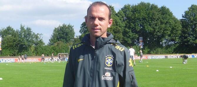 O treinador da seleção brasileira feminina, Kleiton Lima, na Alemanha.
