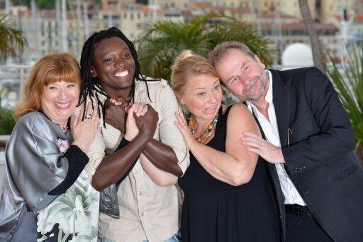 Từ trái qua phải : diễn viên Peter Kazungu - trong vai một beachboy (thứ hai), diễn viên Margarethe Tiesl (thứ ba) và đạo diễn Ulrich Seid