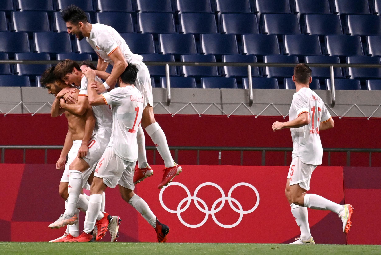 La joie des joueurs espagnols vainqueurs du Japon en demi-finale du tournoi olympique de foot, à Saitama, le 3 août 2021
