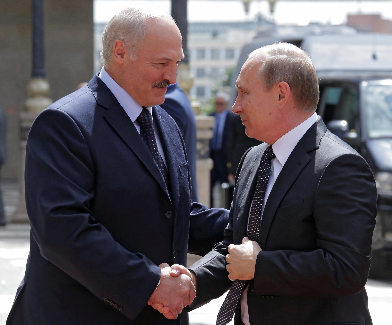 Александр Лукашенко и Владимир Путин на встрече в Беларуси, 8 июня 2016.