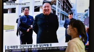 El líder de Corea del Norte, Kim Jong Un, en una ceremonia de inaguración transmitida por, en Seúl el 2 de mayo de 2020