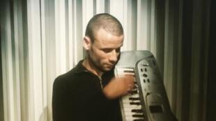 Mohamed Lamouri, «Le chanteur de la ligne 2», prépare un album.