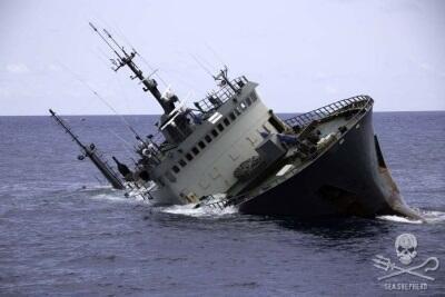 O navio que naufragou ontem estava ser vigiado há meses pela Interpol
