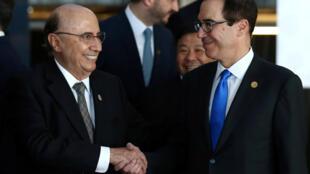 O secretário do Tesouro dos Estados Unidos, Steven Mnuchin, o ministro da Fazenda do Brasil, Henrique Meirelles, na Reunião de Ministros das Finanças do G20 em Buenos Aires, Argentina, 19 de março de 2018.