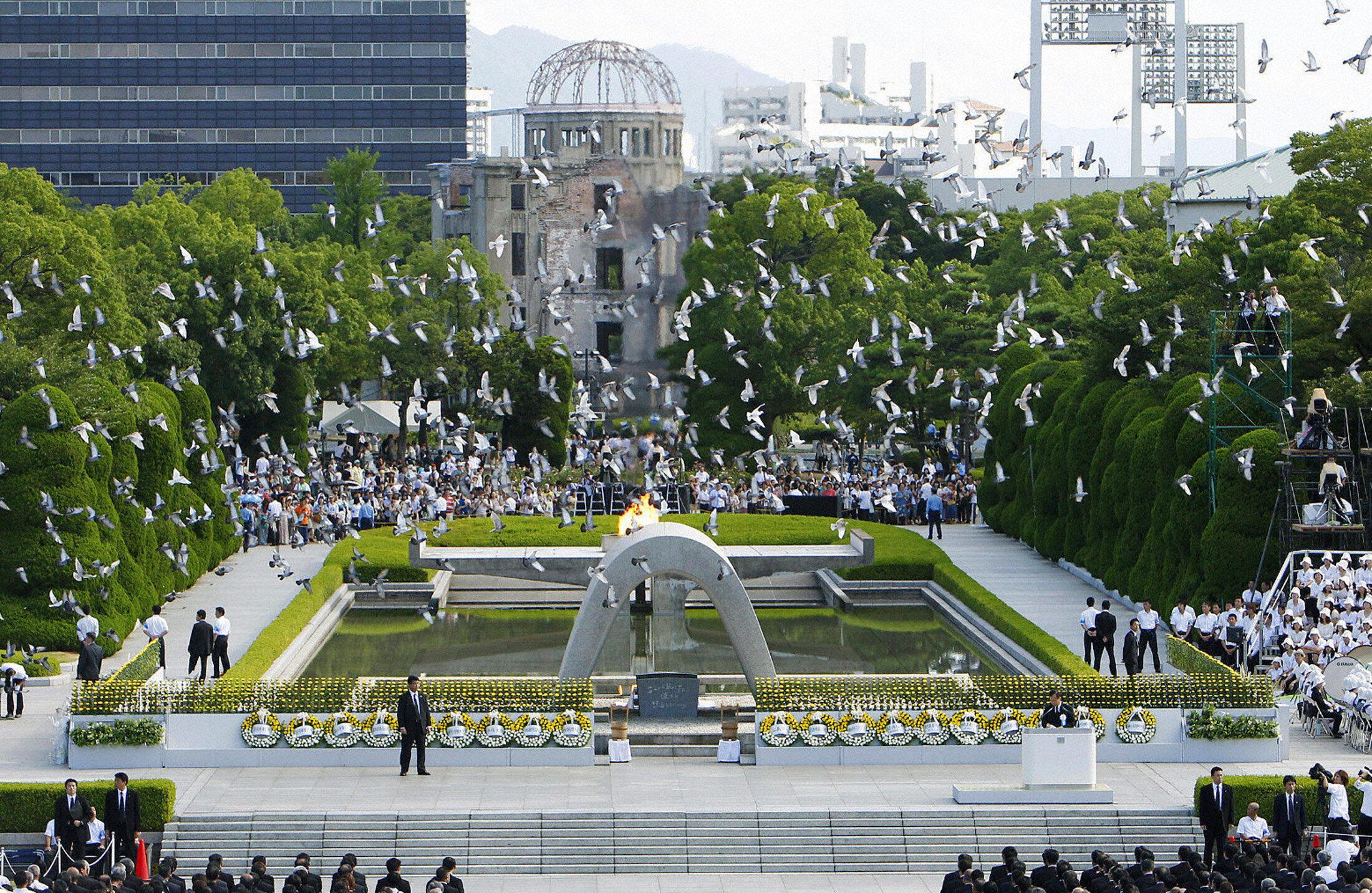 Một lễ tưởng niệm ngày thành phố Hiroshima bị dội bom A tại Công viên Hòa Bình.