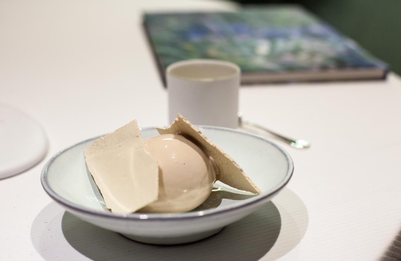Продукт, без которого не может работать альпийский повар — молоко. На фото: «мороженое из молока с фермы Жозефа»