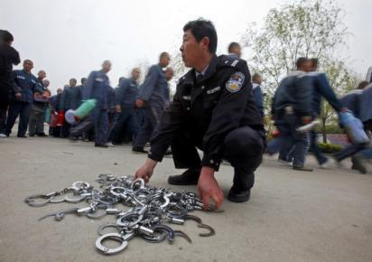 """中国羁押场所去年以来陆续发生""""喝水死""""、""""睡觉死""""、""""摔跤死""""、""""洗脸死""""等一系列非正常死亡事件。"""