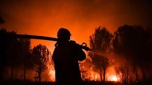 Firefighters work to put out a wildfire on a fire in Carnoux-en-Provence, southeastern France, on August 19, 2017.
