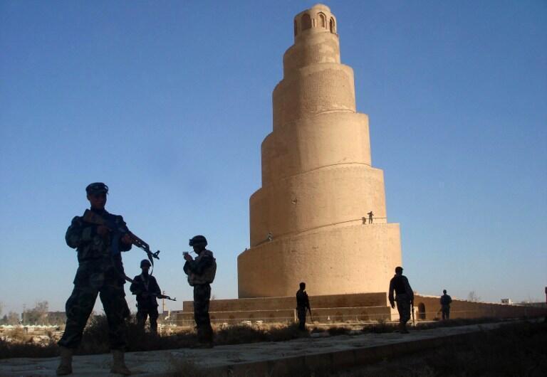 Menacée par le groupe EI, la mosquée al-Mutawakkil de Samarra, ici en 2007, demeure un joyau de l'art abbasside. Son minaret en spirale hélicoïdale est inscrit, ainsi que l'ensemble de la vieille ville, au patrimoine mondial de l'Unesco.