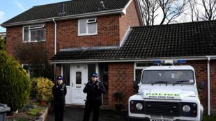 Cảnh sát Anh Scotland Yard trước ngôi nhà của cựu điệp viên Nga Sergei Skripal, tại Salisbury, ngày 06/03/2018.