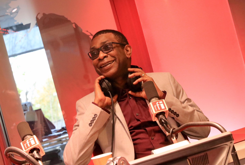 Youssou N'Dour, figure culturelle et politique sénégalaise, dans le studio de Juan Gomez, à Issy-Les-Moulineaux, le 16 novembre 2017.