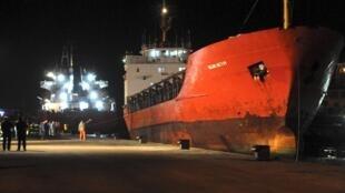 Le «Blue Sky M», avec à son bord près de 800 candidats à l'immigration, à son arrivée au port italien de Gallipoli le 31 décembre dernier.