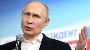 Vladimir Putin phát biểu trước những người ủng hộ ông tại Matxcơva, ngày 18/03/2018.