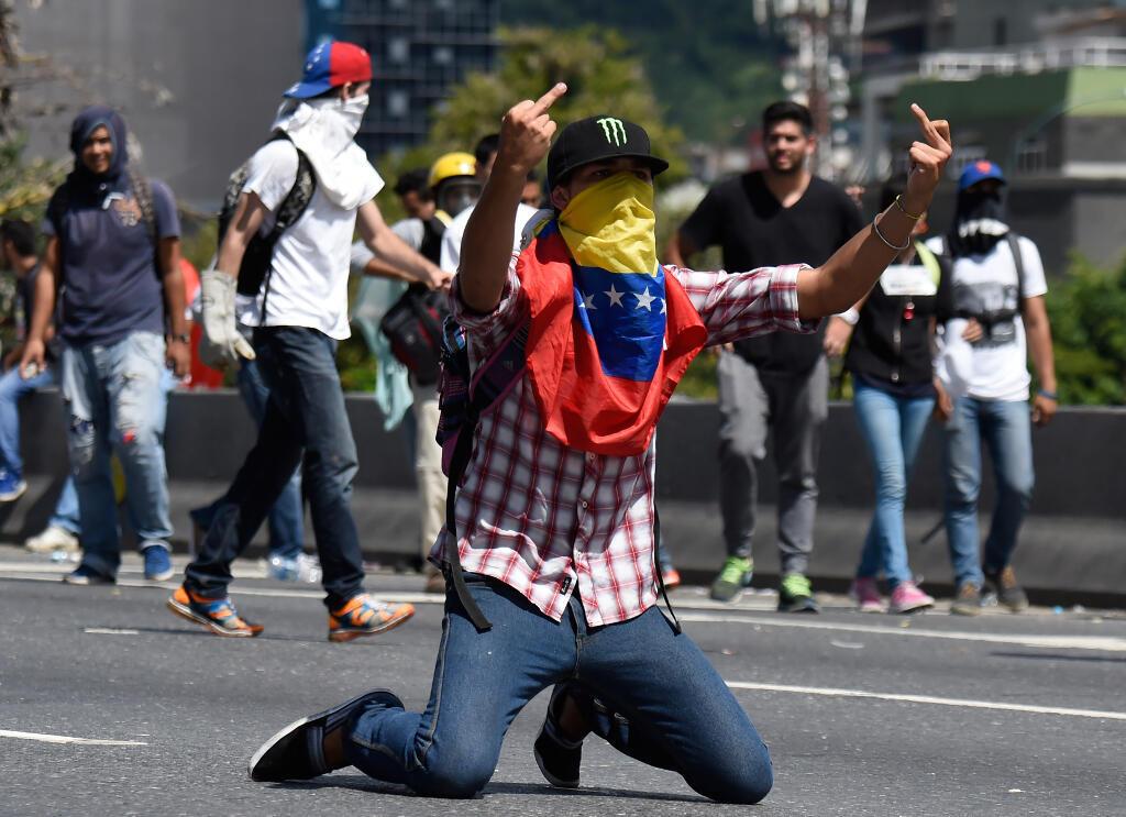 Đoàn biểu tình thuộc phe đối lập tuần hành tại Caracas (Venezuela) ngày 01/09/2016. Họ vẫn đòi tổ chức trưng cầu dân ý về việc bãi nhiệm tổng thống Maduro