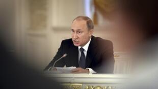 Presidente russo, Vladimir Putin, promulgou a lei neste sábado (23).