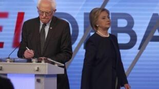 Bernie Sanders e  Hillary Clinton nos  estúdios do canal de televisão Univisión em Kendall, próximo de Miami, na  Florida. 9  de Março  de 2016,