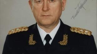 特奥多尔•霍夫曼将军签名的戎装照