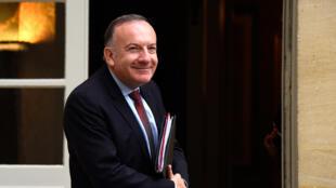 Pierre Gattaz, président du Medef avec cinq autres dirigeants de grandes entreprises signe une tribune sur le site du Journal du dimanche.