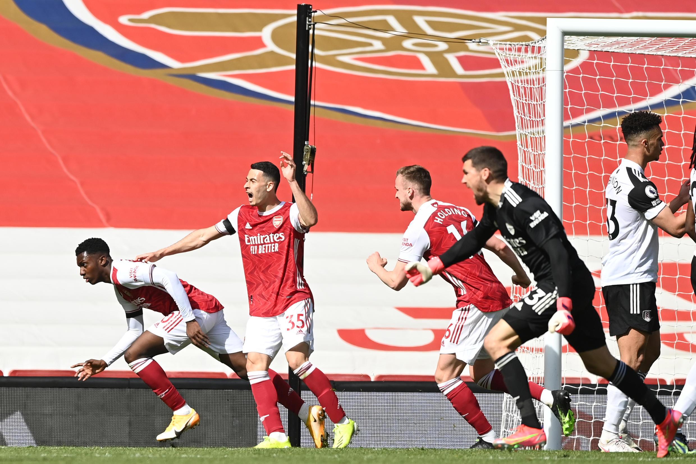 Arsenal striker Eddie Nketiah (L) celebrates scoring against Fulham