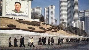 Bình Nhưỡng : Chân dung cố lãnh tụ Kim Jong Il được thấy ở khắp nơi (©David Guttenfelder)