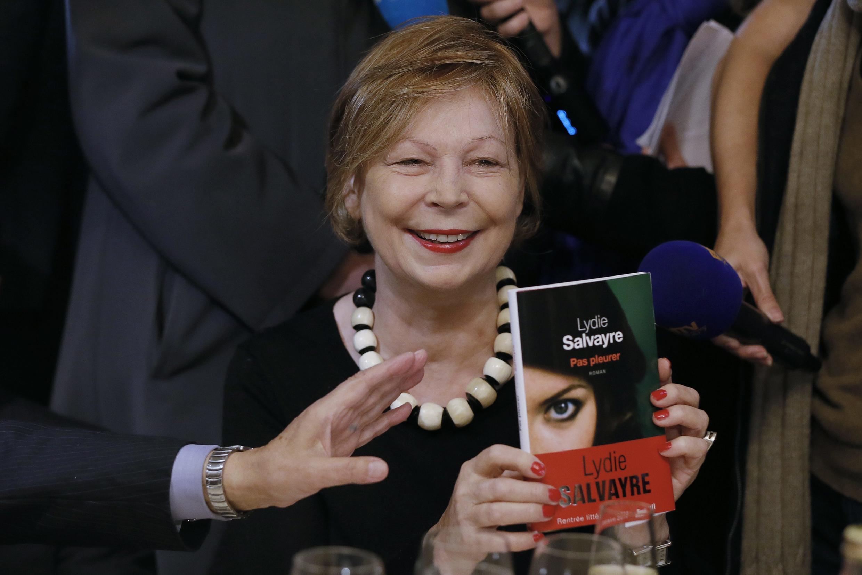 Lydie Salvayre, lauréate du prix Goncourt 2014, après la remise du prix pour son livre Pas pleurer, publié aux éditions du Seuil.