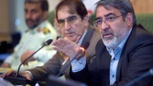 عبدالرضا رحمانی فضلی- وزیر کشور جمهوری اسلامی ایران،  در نشست امروز شنبه، شورای اداری کرمانشاه