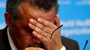 La Organización Mundial de la Salud, en particular su director general, Tedros Adhanom Ghebreyesus,  enfrentan críticas sobre la gestión de la pandemia.