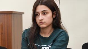 Krestina Khachaturyan, l'une des trois sœurs russes.