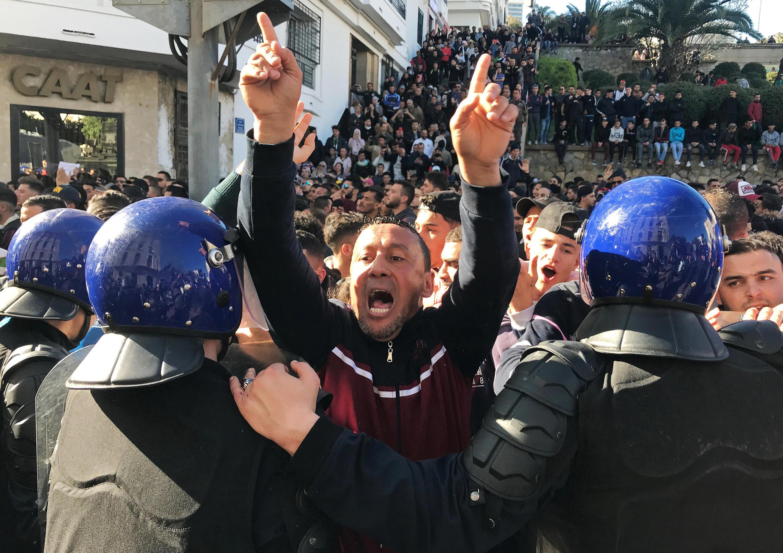 Protesto desta sexta-feira (1°) em Argel, capital da Argélia, foi o maior desde o início das manifestações, em meados de fevereiro.