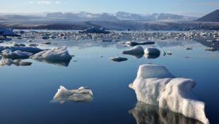 冰川加速融化 气候问题配图