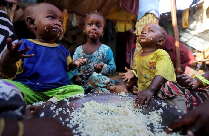 Watoto ambao wamepoteza wazazi wao nchini Somalia wakiwa kwenye kambi ya wakimbizi