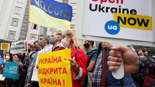 Представители украинского туристического бизнеса провели в Киеве акцию протеста против закрытия границ.
