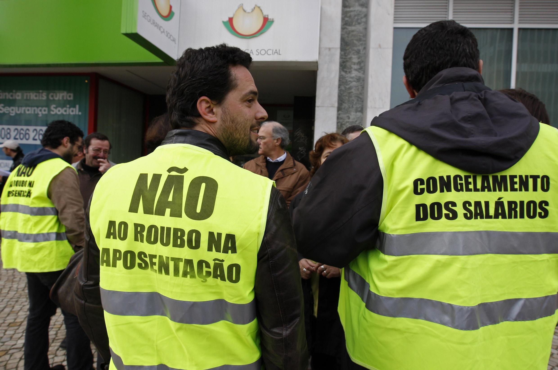 Los funcionarios portugueses protestan contra el congelamiento de sus salarios