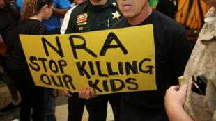 Manifestantes contra as armas de fogo em Parkland, na Flórida, em fevereiro de 2018