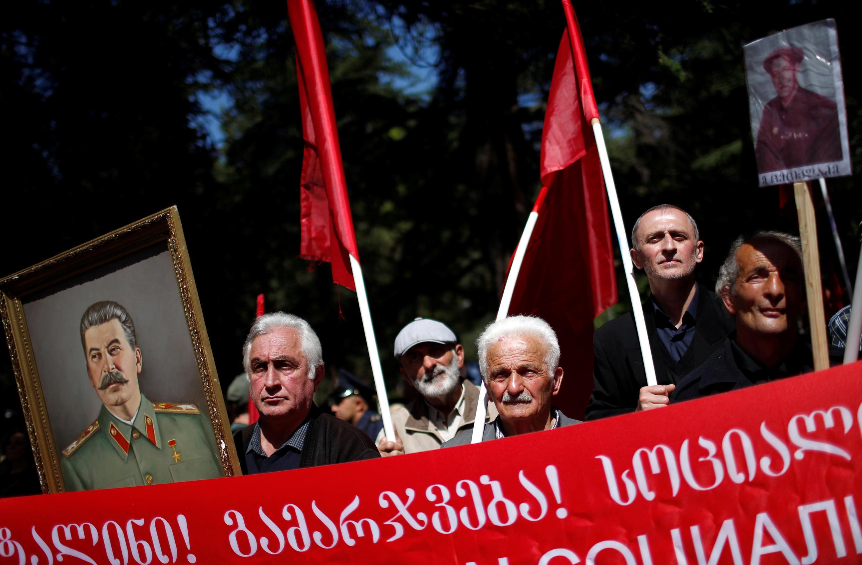 Сторонники Коммунистической партии в День Победы в Тбилиси 9 мая 2018.