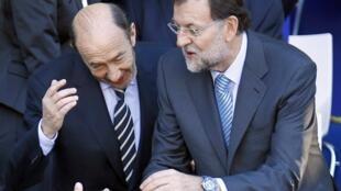 O socialista Alfredo Perez Rubalcaba (à esquerda) e o líder do Partido Popular, Mariano Rajoy.