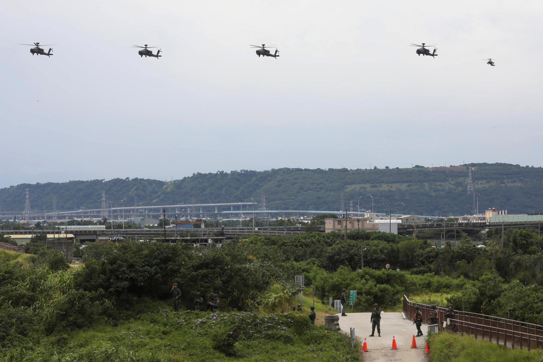 Máy bay trực thăng AH-64 Apache tham gia cuộc tập trận bắn đạn thật chống kẻ thù xâm lược tại Đài Chung, Đài Loan, ngày 16/07/2020. Ảnh minh họa.
