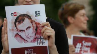 Protestos em Kiev, na Ucrânia, contra a prisão do cineasta Oleg Sentsov, em 13 de julho de 2018.