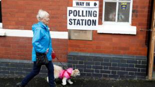 В Великобритании проходят досрочные выборы в парламент