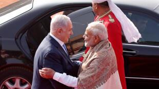 Thủ tướng Israel Benyamin Netanyahu (trái) được đồng nhiệm Ấn Độ Narendra Modi đón tiếp tại New Delhi, ngày 15/01/2018.