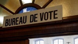 Les Suisses sont régulièrement appelés à voter lors de référendums nationaux appelés votations.