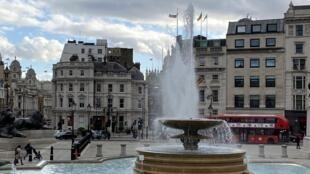 A praça Trafalgar, no centro de Londres, vazia como nunca na véspera do novo lockdown.