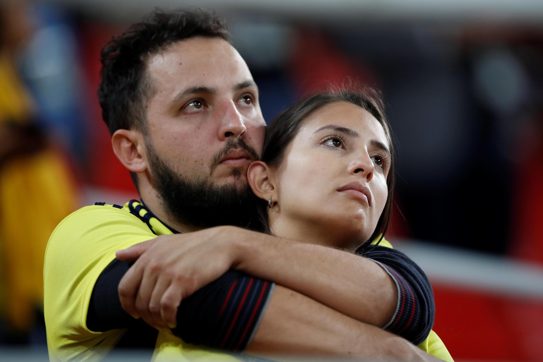Vòng 1/8 Cúp bóng đá thế giới đã để lại cho người hâm mộ những cung bậc cảm xúc đặc biệt. Ảnh: Cổ động viên Colombia thẫn thờ sau khi đội nhà bị loại bằng đá phạt luân lưu 11 m ngày 03/07/2018 trên sân Matxcơva.