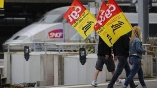 Ảnh: Công nhân đường sắt đình công tại Nantes ngày 18/06/2014 .