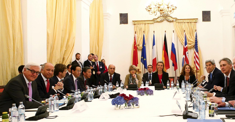 Участники переговоров по иранской ядерной программе в Вене. 10 июля