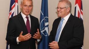 Thủ tướng Úc Scott Morrison (P) tiếp tổng thư ký NATO Jens Stoltenberg tại Sydney ngày 07/08/2019.