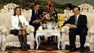 2007年1月8日與法國社會黨總統候選人羅亞爾女士會面的曾慶紅當時是中國國家副主席